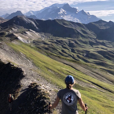 How were your summer explorations? 🤩 Charlotte had a wonderful time hiking in the Beaufortain Massif, with an Explorers t-shirt on top of that ☺️ Thanks for sharing @chalalmy!